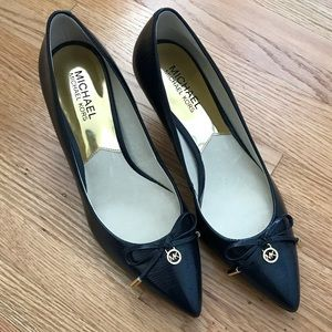 Michael Michael Kors 8m NWOT pumps navy blue bow